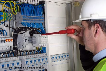 Técnico Electricista low cost en Aldea del Rey
