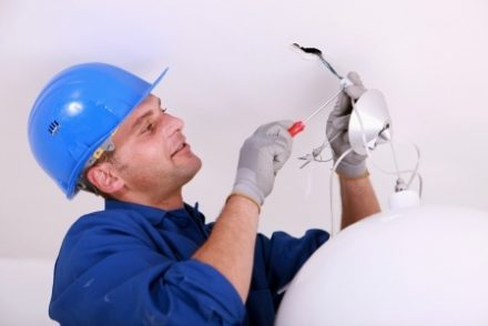 Técnico Electricista low cost en Corvera de Toranzo
