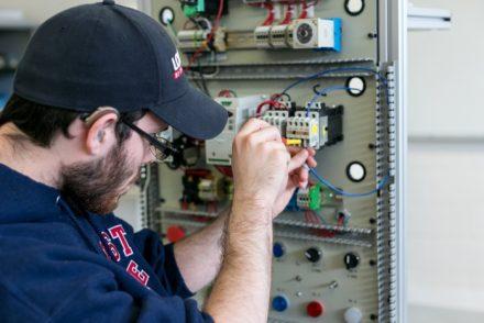 Técnico Electricista low cost en Puerto Castilla